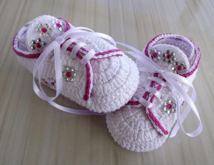 tenis feito de croche, cores e tamanhos a criterio do cliente. <br> tamanhos:0 a 3 meses e 3 a 6 meses !!! <br>informar o tamanho no ato da compra!