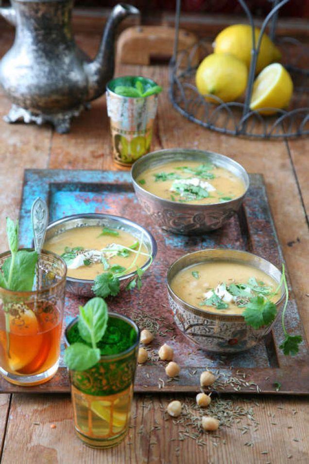 En mixad soppa på bondbönor eller kikärter är vanlig gatumat i Marocko, ofta äter man den som stadig frukost.