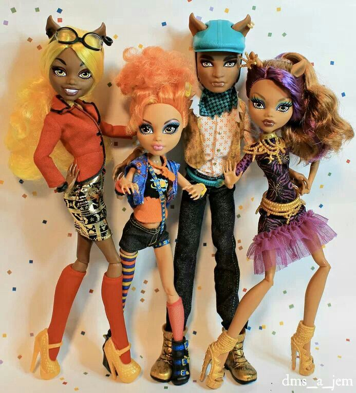 Wolf Family Toy : Wolf family clawdia howleen clawd clawdeen ever