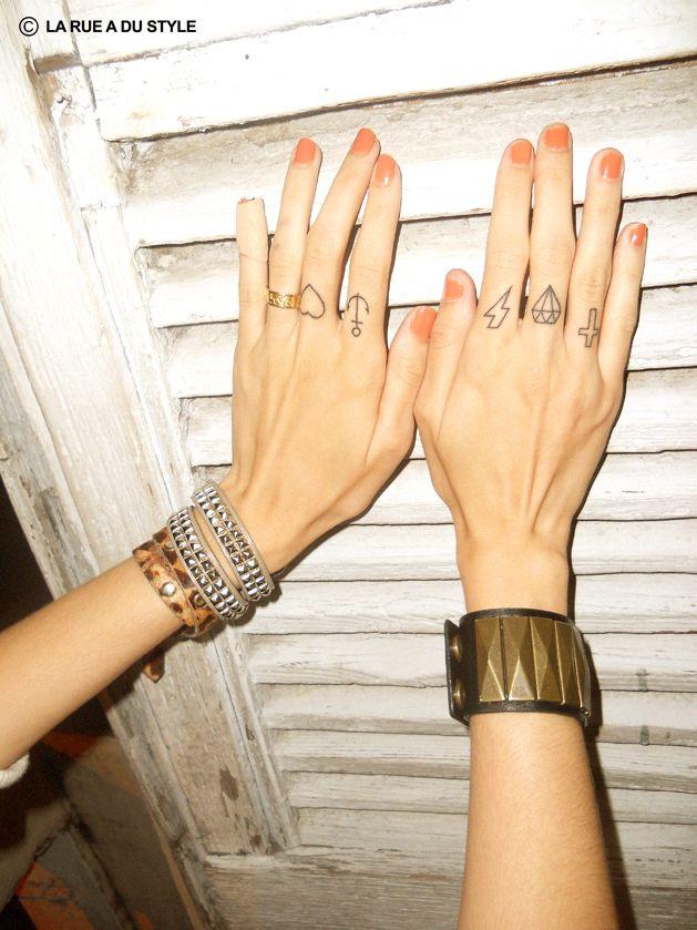 http://zestofzoe.wordpress.com/2012/06/14/i-%E2%99%A5-mini-tattoos/#