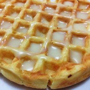 Receita de Waffles 2 colheres de sopa de manteiga derretida 1 xícara de chá de leite 1 xícara de chá de farinha de trigo 1 colher de chá de fermento 1 colher de chá de sal 1 colher de chá de açucar 1 clara 1 gema
