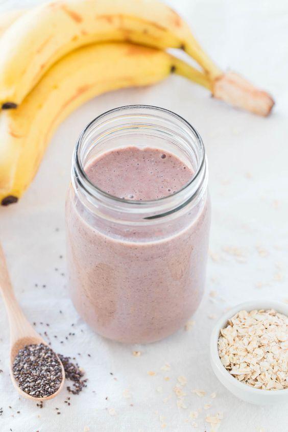 Hacer un batido de proteína casero, vegano y saludable es muy fácil. No hay que añadir suplementos ni proteínas en polvo y además está riquísimo.
