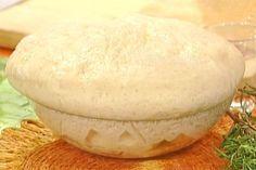 Pasta per la pizza - Gabriele Bonci: Miscelate la farina con i granuli di lievito in una ciotola, incorporate l'acqua (temperatura ambiente), l'olio, amalgamate il tutto velocem