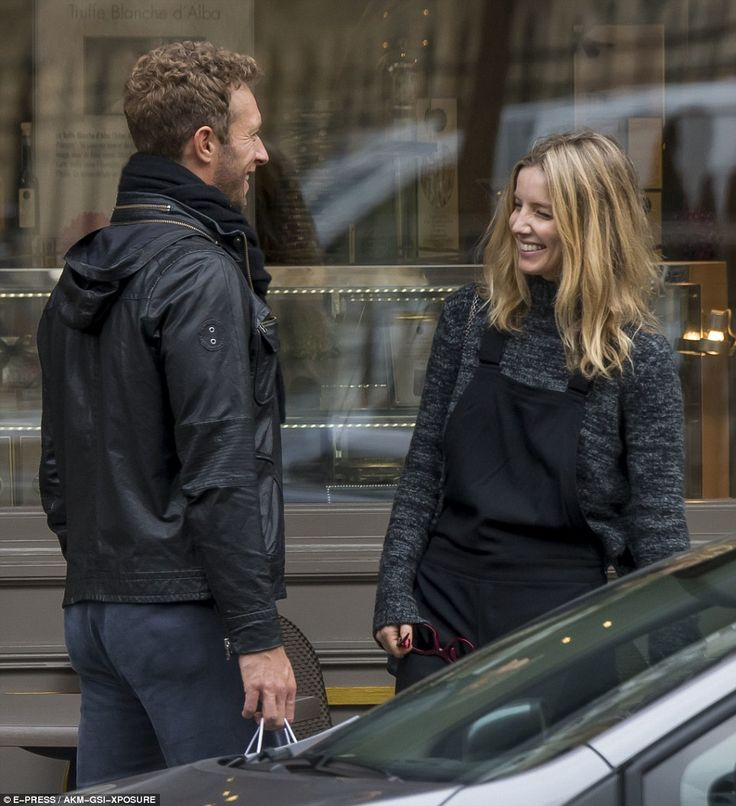 Coldplay's Chris Martin and Peaky Blinders' Annabelle Wallis share kiss on Paris trip | Daily Mail Online