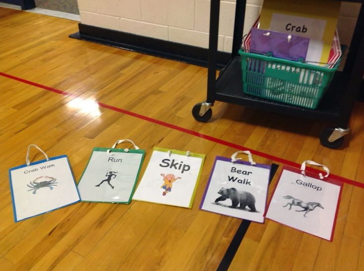Warm-Up Activity for Elementary Physical Education - running, crab walk, bear walk. http://carly3.blogspot.com/2014/10/pe-warm-up-activity-real-food-day-game.html
