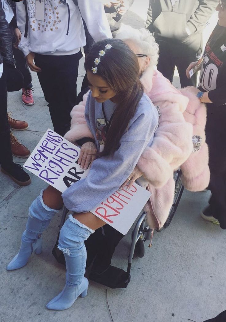 """agdaily: """"Ariana and Nonna Grande at the Women's March on January 21st, 2017 in Los Angeles, California. """""""