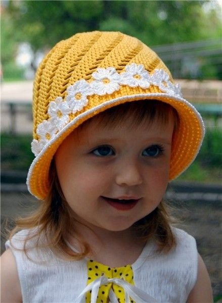 Cute baby hat cap to crochet for free, perfect for little girls! Love the bad of crochet daisies around the rim of the hat! More Patterns Like This!