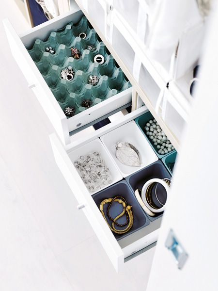 10 einfache Ideen die schnell Platz schaffen  (egg cartons! maybe recycle the clear ones, too)