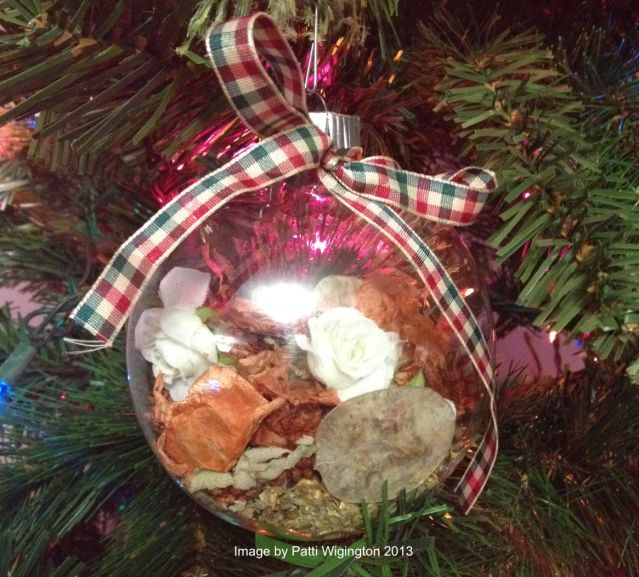 10 Things to Hang on a Pagan Holiday Tree: Yule Spell Ornaments