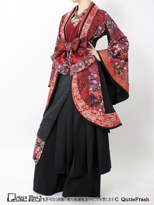 Another beautiful blend of Steampunk and traditional Japanese fashion.