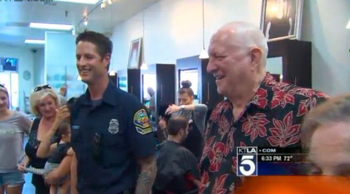 Chris Trokey y el Dr. Michael Shannon. Foto: Captura de video / KTLA