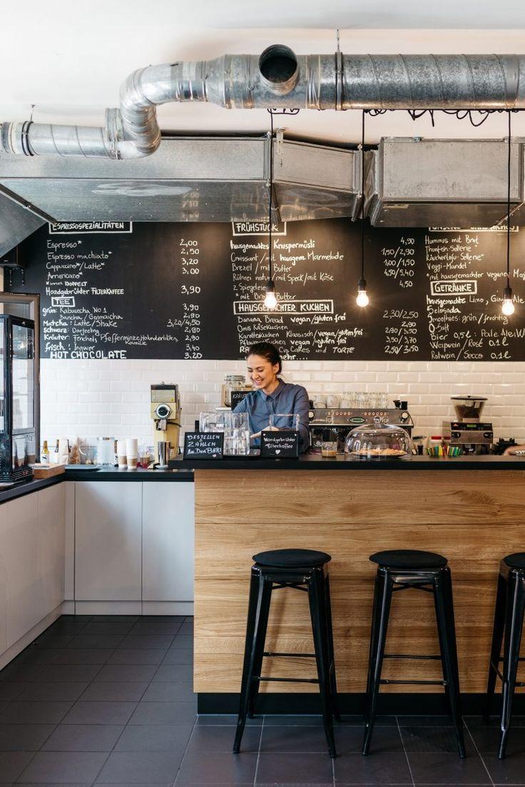 Bar-und-Besitzerin-Cafe-DA_kleiner