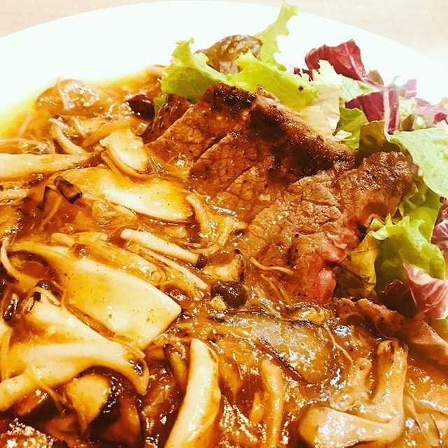 カエル様より告知です🐸 11月29日は 「イイニク」の日 という事で、 11月22日水曜日から28日まで DaFuの「肉祭り」やります🍖 . . #石川県 #加賀市 #山代温泉 #アジアンダイニング #DaFu  #ダフー #アジア料理  #エスニック料理 #パクチー . . 期間中はお肉料理中心で ご来店頂いた皆様に 肉まみれになって頂ければ、 と思います🍖🍗🍖🍗 . . #肉 #肉祭り #肉食女子 #肉食男子 #肉好き #牛肉 #鶏肉 #豚肉 #🐮 #🐔 #🐷 . . 定休日明け 外は冬みたいに寒いですが DaFuの店内、ポカポカにして 皆様のご来店お待ちしております🐸 . . 0761-76-5253 #ご予約承り中  #ご来店お待ちしております🐸