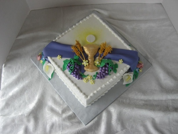 17 best images about cakes de primera comunios on for 1st holy communion cake decoration ideas