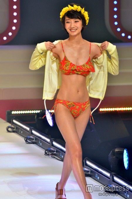ショートカット美女・波瑠、ビキニ姿披露 美くびれに観客くぎづけ の写真 - モデルプレス