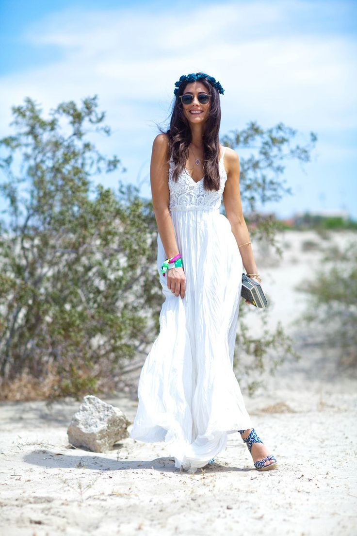Lindsey of Saucy Glossie traveled to Indio for Coachella, and got in touch with her inner flower child while spending her days dancing in the desert. #getzesty