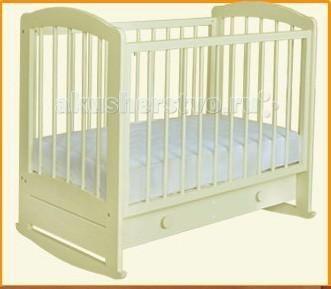 Можгинский лесокомбинат Карина (качалка)  — 9000р. -------------  Детская кроватка Можгинский лесокомбинат Карина, выполненная из экологически чистого материала — массива березы — отличается не только безопасностью для организма новорожденного, но и отменной функциональностью, а также удобством в использовании. В конструкции кроватки «Карина» от Можгинского лесокомбината предусмотрено наличие подвижной и съемной передней стенки, которая, как ложе, опускается на три уровня.   Также опускается…