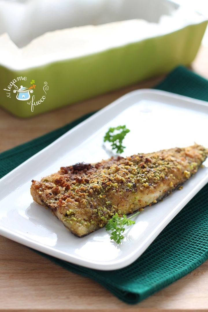 Delizioso il branzino al pistacchio, realizzato con una deliziosa panatura che ne esalterà il gusto. Con ricetta per non buttare via le lische.