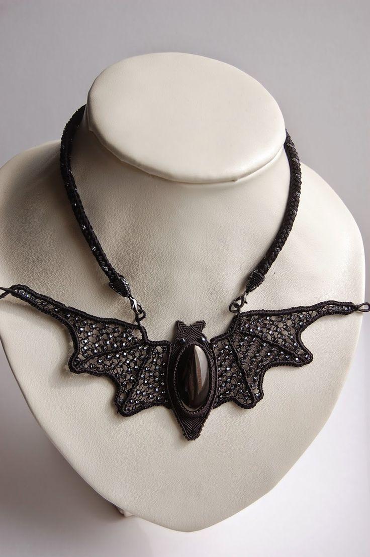 macrame-etc: bat-necklace