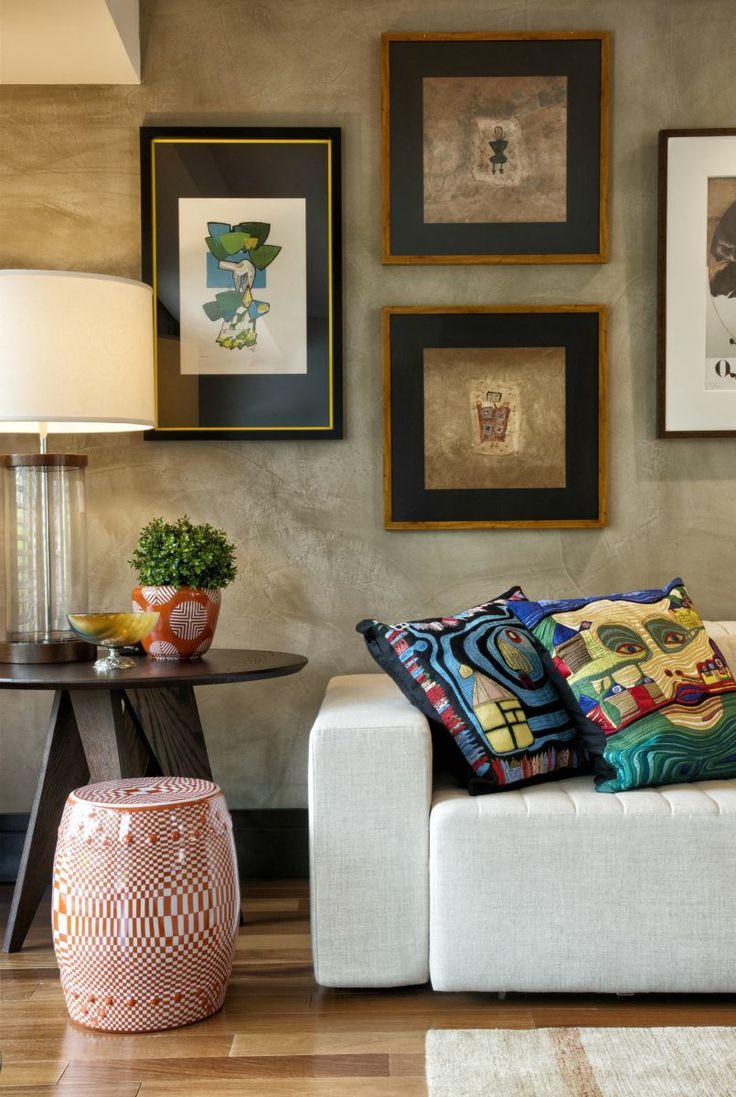 Os quadros estão cada vez mais presentes quando o assunto é decoração. Versáteis e super estilosos eles se encaixam em diversos tipos de decoração, criando ambientes únicos e cheios de personalidade.