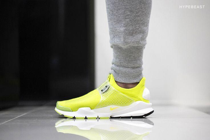 """A Closer Look at the Nike Sock Dart SP """"Volt"""""""