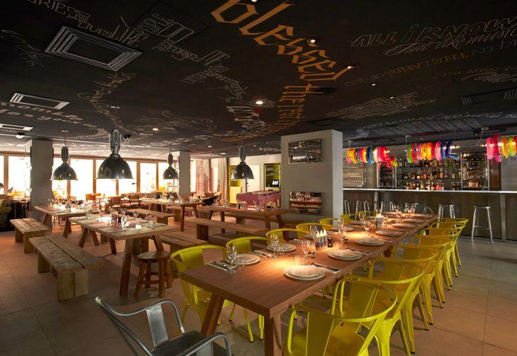 MAMA shelter hotel, Marseille - Philippe Starck (1949). Het hotel vertegenwoordigt het idee van gastvrijheid dat die aanwezig is in elke cultuur over de hele wereld. De ruimtes creëren interpersoonlijke en intra-persoonlijke relaties met de bezoekers door kunst, meubels en vaste elementen die een verhaal te vertellen door de tijd te ervaren. MAMA Shelter is meer dan een gebouw, het is een levensstijl. Voor beschrijving Philippe zie 'Bekende ontwerpen'. Mooi om excentrieke look van het hotel.