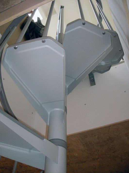 Meer dan 1000 idee n over kleine trap op pinterest zoldertrappen zolderopslag en beschilderde - Organiseren ruimte voor een extra ...