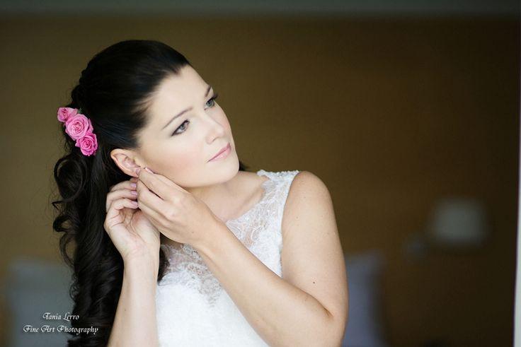 wedding hairstyle with fresh flowers in Malcesine, Garda lake