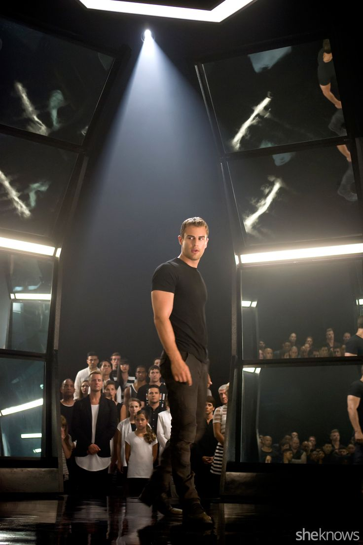 7 Neverbeforeseen Pics From The Film: Four Protects Tris Divergent