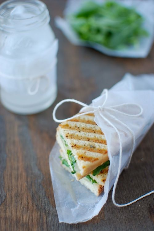 Fontina Grilled Cheese with Arugula & Truffle OilItalian Cheese, Sandwiches Wraps, Truffles Oil, Grilled Chees Sandwiches, Truffles Grilled Chees, Fontina Cheese, Fontina Grilled, Grilled Cheeses, Grilled Fontina