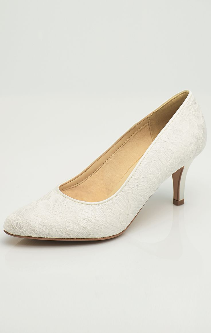 Shoes DEMI from AVALIA. Lined with super soft foam and beautifully designed. AVALIA Shoes is a trademark of Bianco Evento. #biancoevento #avaliashoes #bridalshoes #bridalshoescollection #collection2017 #collection2018 #bridalaccessories #weddingideas #bridetobe