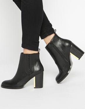 London Rebel | London Rebel – Ankle Boots mit Absatz bei ASOS