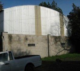 CI32651 - Pilar  - Zona Norte Gran Bs. As. Tipo: Fca. inyección de plástico Empresa de inyección de plástico termo formado. Venta de maquinarias, matrices, herramientas, fondo de comercio y propiedad. Galpón ( 350 mts2 con techo parabólico con altura máxima interior de 6,8 mts ) + casa vieja con plano aprobado sobre lote de 20 x 80 mts. Piso de cemento. Fuerza motriz: trifásica. Opción : venta del parque de maquinarias, herramientas, y matrices en u$s 180.000.- Opción venta fondo de comercio