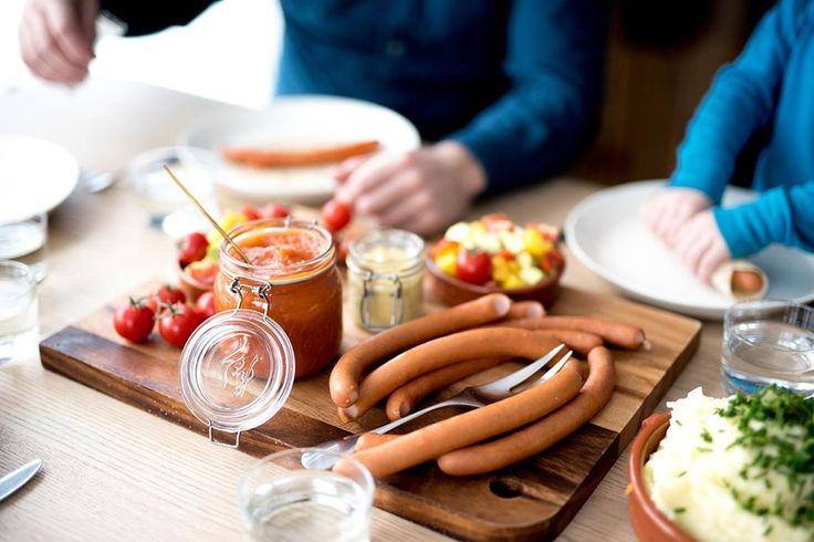 Pølser er den mest spiste middagsretten i Norge, men vet du hvordan du tilbereder de ulike variantene riktig? Fakta og enkle oppskrifter med pølse.