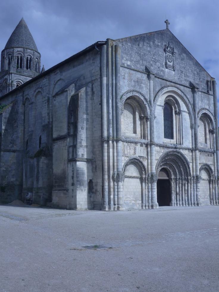 Saintes - L'Abbaye aux Dames sur la rive droite