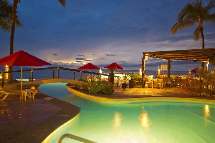 Plaza Pelicanos Club Beach Resort Disfruta Puerto Vallarta por tan solo $12,990: 5 días, 4 noches All Inclusive 2 adultos, 2 menores (menores de 12 años) Transportación Aeropuerto - Hotel - Aeropuerto