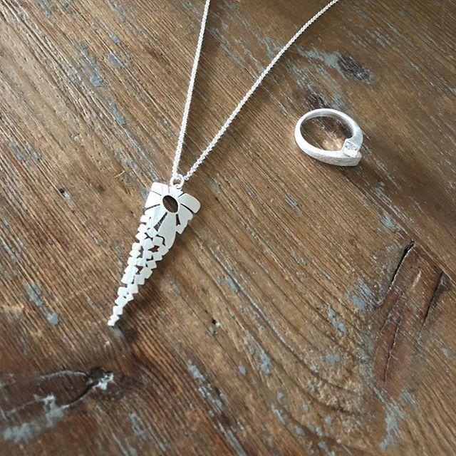 Prix de folie  Collier et bague à shopper sur www.monstorefashion.com #bijou #bijoux #bijoufantaisie #msflovesyou #fashion #fashionmood #fashionstyle #bague #collier
