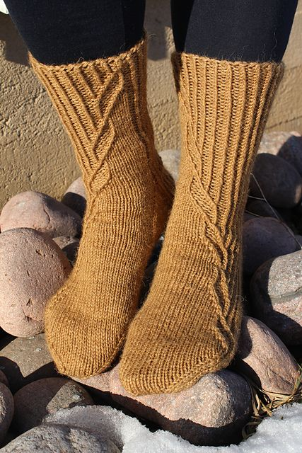Kontio socks continue the series of unisex sock patterns designed for worsted weight yarns. The socks are worked cuff down, French heel is reinforced and the left and right foot socks are worked as mirror images of each other.