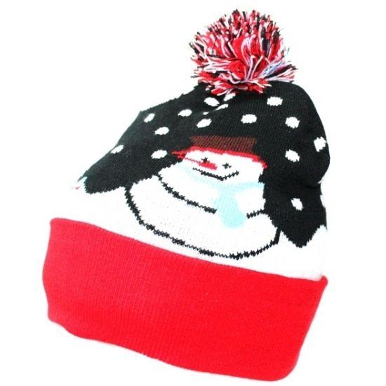 Beanie muts met sneeuwpop. Gebreide beanie muts met sneeuwpop print. De muts is geschikt voor volwassenen. Materiaal: 100% Acryl.