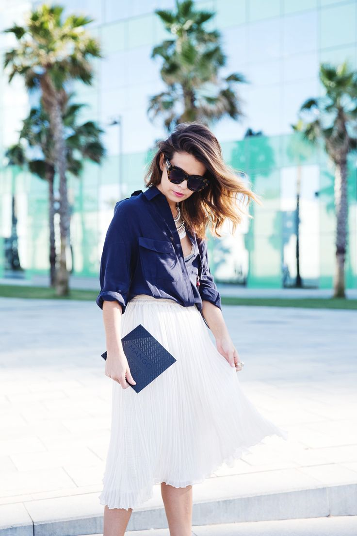 Mango_080_Barcelona-Midi_Skirt-Blue-Gucci-Snake_Sandals-Outfit-Street_Style-