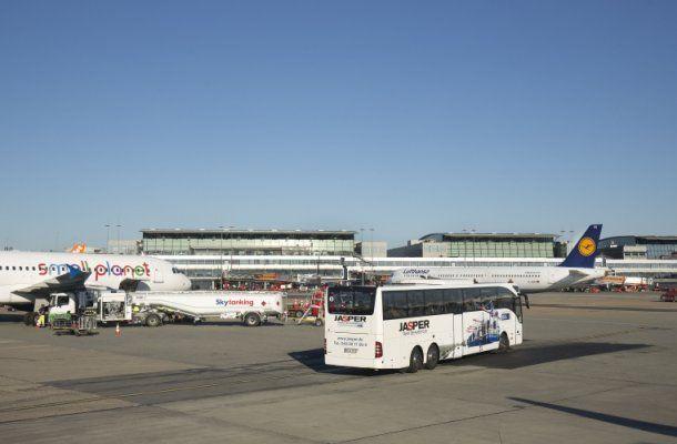 Erleben Sie den Hamburg Airport und Lufthansa Technik hautnah mit Jasper ✈Besichtigung Flughafen Hamburg ✈Führung Lufthansa Technik ✈Per Bus ganz nah dran!