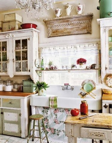 If I didn't cook, I would love to have a kitchen decorated like this.
