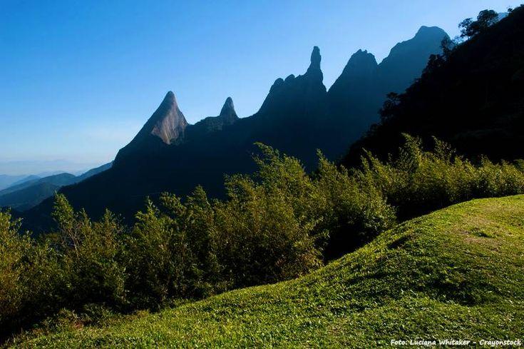 A 102 km do Rio de Janeiro, Teresópolis tem o Parque Nacional da Serra dos Órgãos, com trilhas incríveis em meio a muita natureza. Confira >>> http://www.guiaviagensbrasil.com/blog/teresopolis-refugio-do-inverno/