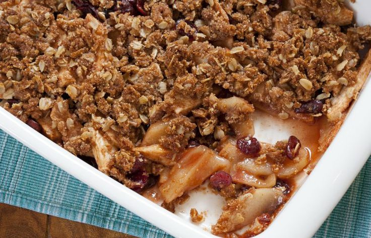 Cranberry Crumble that is gluten-free friendlyOats Apples Cranberries, Apples Cranberries Crumble, Oats Applecranberri, Free Recipe, Apple'S Cranberries Crumble, Foodgluten Free, Traditional Crumble, Applecranberri Crumble, Oats Apple'S Cranberries