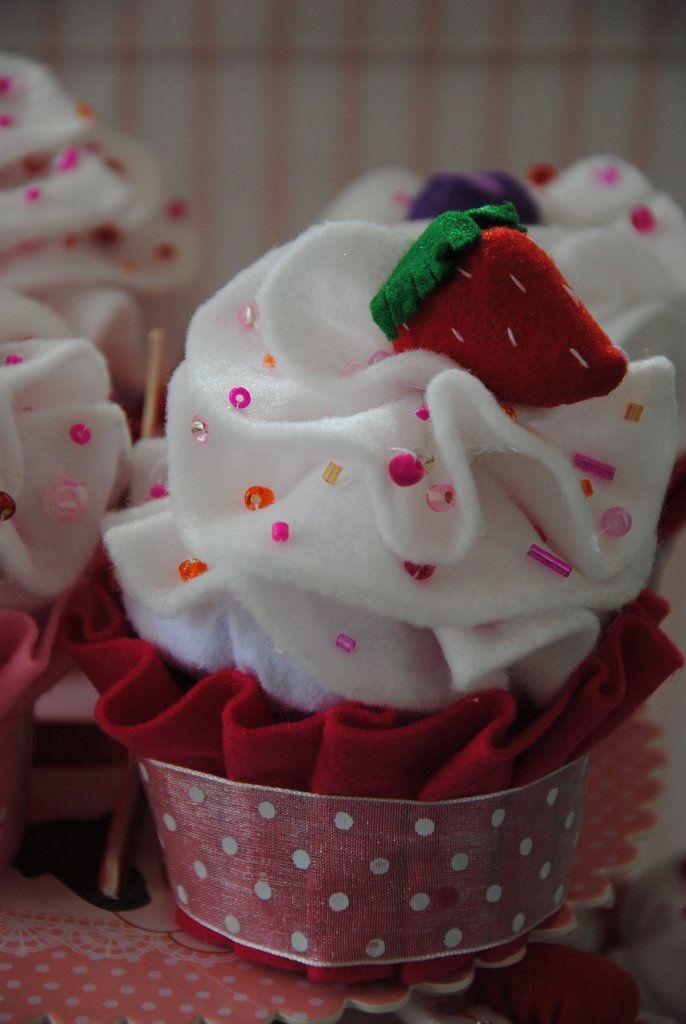 Bomboniera / porta confetti  Cupcake fatta a mano...nascita, battesimo, matrimonio, comunione , idea regalo, by Bikico Handmade Creations, 6,00  su misshobby.com