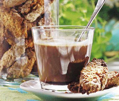 Det här receptet på Berits sommarskorpor är små, knapriga och delikata skorpor med en ljuvlig smak av kardemumma. Havregryn, rostade solroskärnor och yoghurt ger skorporna en perfekt konsistens. Baka och njut av Berits sommarskorpor!