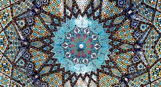 以前、ロシアの西部サンクトペテルブルクにあるサンクトペテルブルクモスク(イスラムの礼拝堂)のモザイクタイルあまりに美しいのでご紹介しました。 Instagramを利用するフォトグラファーMehrdad Rasoulifard(m1rasoulifard)さんも天井に施されたモザイクタイルを多く撮影し、Instagramに投稿しています。細密で荘厳な幾何学模様は目がクラクラするほどです。デジタルで制作されたグラフィックデザインのようにも見えますね。           Pen (ペン) 2011年 8/15号  Pen (ペン) 2011年 8/15号 Pen編集部CCCメディアハウスAmazonで詳細を見る