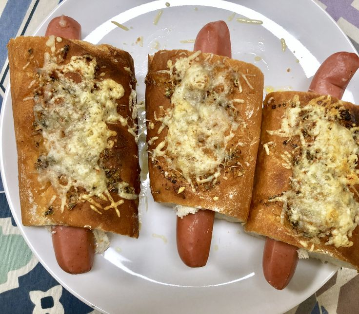 A delicious Hot dog. #GarlicBread #Rejoice #Garlic #Lovers #Food #Cooking #Recipes #Yummy #Drunk #Snacks #Sandwich #Dinners #Tasty #Yum #Meals #FoodIdeas #Dog #Lunches #Hotdog #Recipies #FoodDrink #Hotter #FoodRecipe #perritocaliente
