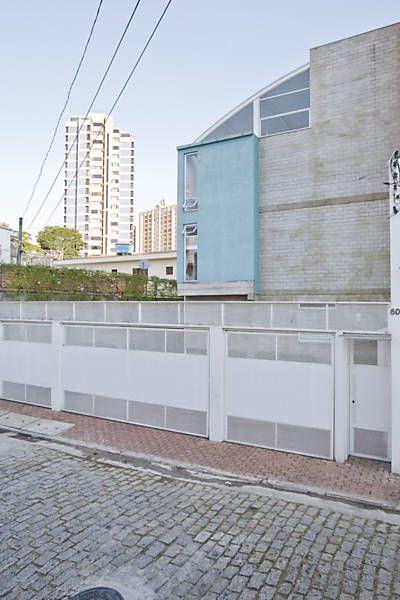 Folha de S.Paulo - Classificados - Imóveis - Projeto acomoda casas amplas em terreno enxuto de Santo André - 28/06/2015