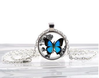 Farfalla blu ciondolo a forma di cuore  Gioielli di dipinti a